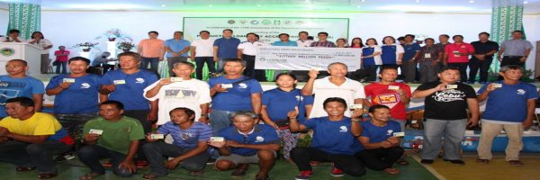 During the launching of the Production Loan Easy Access (PLEA) program in the town of Malimono, Surigao del Norte on June 23, 2017, DA Secretary Emmanuel F. Piñol and ACPC Executive Director Jocelyn Alma R. Badiola turned-over a check amounting to P15 million to the Malimono Multipurpose Cooperative which will serve as the lending conduit for the municipality. Passbooks and intervention cards were handed to farmer/fisherfolk beneficiaries of the program