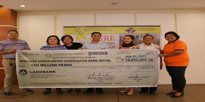 DA Undersecretary for Special Concerns Atty. Ranibai Dilangalen and ACPC Executive Director Jocelyn Alma R. Badiola handed over P10 Million worth of loans to the Mindanao Consolidated Cooperative Bank (MCCB) which shall serve as the lending conduit of the Survival and Recovery (SURE) Assistance Program