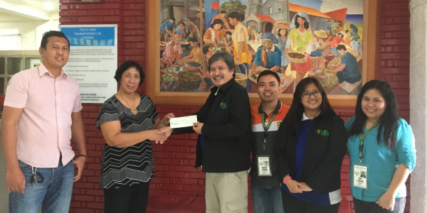 In response to the calamity, Tropical Depression Crising, that affected the agriculture sector of Carmen, Cebu, the Agricultural Credit Policy Council (ACPC) has released a total amount of P1,545,000.00 to the Community Rural Bank of Catmon (Cebu), Inc. (CRBCCI) for the benefit of 85 calamity-affected farmers and fisherfolk in the area. ACPC Deputy Executive Director Ramon C. Yedra (3rd from left) turned over the initial fund to CRBCCI President Armida B. Jurado-Caguitla (2nd from left) in November 2017. Also present from left to right: Mr. George Molina, Compliance Officer of RB Catmon, John Rick Delgado of DA AMAD 7, Ma. Korraine Tobias of ACPC and Eden J. Salazar of DA AMAD 7.