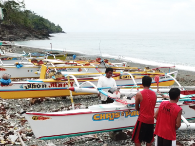 Fredie Trajano and fellow fishers along the shore of Brgy. Karihatag.